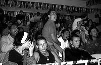 L'incitamento dei tifosi durante un incontro di Boxe dilettanti alla palestra Boxe Roma Casal Bruciato