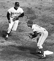 Giants vs. Chicago Cubs 1966, Willie Mays and Cub's<br /> 1st baseman ...(Ron Riesterer/photo)