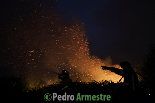 Flames and smoke rise into the air as a firefighters works at the site of a wildfire in Lousame, near A Coruna, on August 30, 2013. Spain is prone to forest fires in summer because of soaring temperatures, strong winds and dry vegetation. Last year wildfires destroyed some 150,000 hectares of land in Spain from January to July, after one of the driest winters on record. © Pedro ARMESTRE