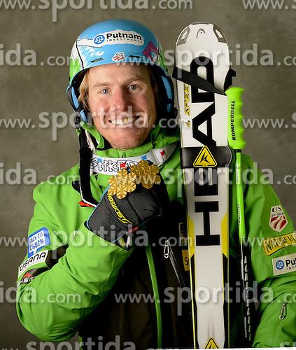 13.02.2013, Planai, Schladming, AUT, FIS Weltmeisterschaften Ski Alpin, Super Kombination, Herren, Medaillen Praesentation, im Bild Ted Ligaty (USA) Goldmedaillen Gewinner // Ted Ligety of the USA poses with his Gold Medal during Mens Super Combined Medal Presentation at the FIS Ski World Championships 2013 at the Planai Course, Schladming, Austria on 2013/02/13 ***** ACHTUNG: VERÖFFENTLICHUNGS- SPERRFRIST 18:30 Uhr ***** Bild bei redaktioneller Verwendung honorarfrei // ***** PLEASE NOTE: Publication EMBARGO 18:30 clock *****. EXPA Pictures © 2013, PhotoCredit: EXPA/ Erich Spiess