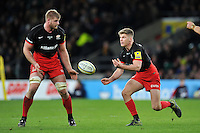 Owen Farrell of Saracens passes the ball. Aviva Premiership match, between Saracens and Worcester Warriors on November 28, 2015 at Twickenham Stadium in London, England. Photo by: Patrick Khachfe / JMP