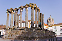 Temple of Diana, 2nd-3rd C, w Catedral behind, Evora, Portugal