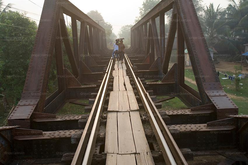 Train journey from Phnom Penh to Battambang | Nigel Dickinson