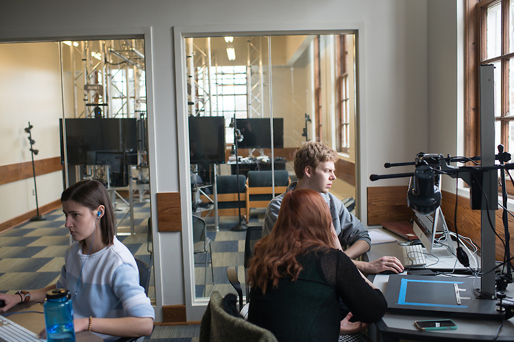 Tom Wade, right, GRID Lab. ©Ohio University / Photo by Ben Siegel