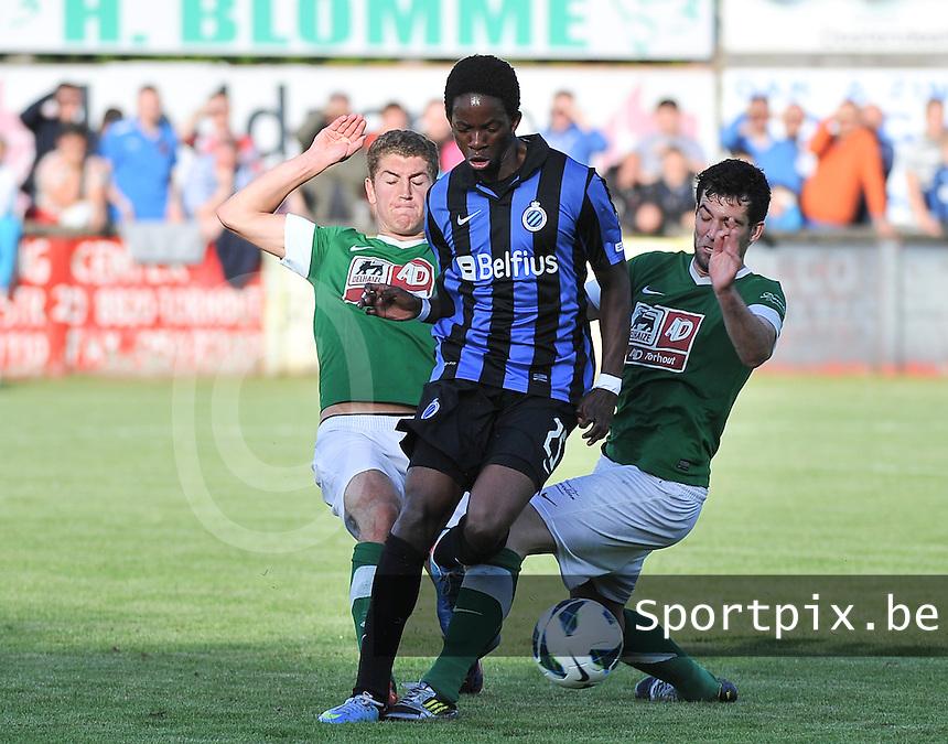 Torhout KM - Club Brugge KV : Mushaga Bakenga in de tang van Thomas Depoorter (rechts) en Laurens Vandenheede  (links)<br /> foto VDB / Bart Vandenbroucke