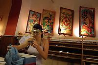 Artigiani a San Lorenzo , quartiere storico di Roma..Craftsmen in San Lorenzo, historic district of Rome. .Aldo Rizzuti mentre prepara le sue vetrate artistiche, nella sua bottega..Aldo Rizzuti while preparing its artistic stained glass, in his workshop..