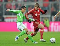 FUSSBALL   1. BUNDESLIGA  SAISON 2011/2012   19. Spieltag FC Bayern Muenchen - VfL Wolfsburg      28.01.2012 Makoto Hasebe (li, VfL Wolfsburg) gegen Toni Kroos (FC Bayern Muenchen)