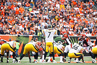 Ben Roethlisberger #7 of the Pittsburgh Steelers stands behind center against the Cincinnati Bengals during the game at Paul Brown Stadium on December 12, 2015 in Cincinnati, Ohio. (Photo by Jared Wickerham/DKPittsburghSports)