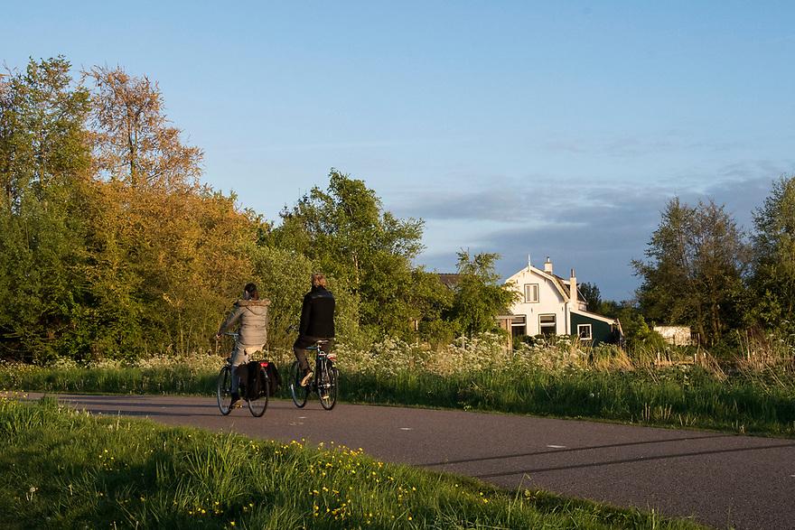 Nederland, Landsmeer, 20170509<br /> Natuurgebied Twiske. Recreatie fietsers.<br /> <br /> Foto: (c) Michiel Wijnbergh