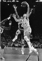 Warriors Rick Barry scores against Philadelphia 76ers Julius Irving .(1977 photo/Ron Riesterer)