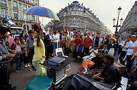 Actress Kareena Kapoor at Place de l'Opera in Paris France, for the shooting of the Bollywood film ''Live only for you'' Jeena Sirf Merre Liye ''