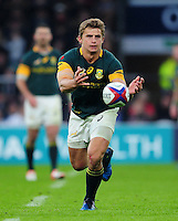 Patrick Lambie of South Africa passes the ball. Old Mutual Wealth Series International match between England and South Africa on November 12, 2016 at Twickenham Stadium in London, England. Photo by: Patrick Khachfe / Onside Images