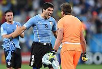 FUSSBALL WM 2014  VORRUNDE    GRUPPE D     Uruguay - England                     19.06.2014 Luis Suarez (li) und Torwart Fernando Muslera (re, beide beide Uruguay) jubeln nach dem Abpfiff