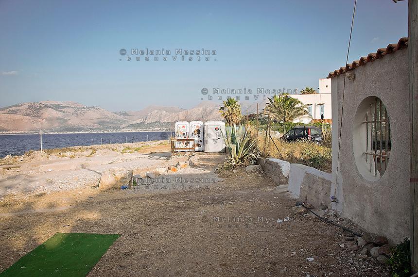 l'incuria del paesaggio costiero nei pressi di Cinisi.<br /> carelessness of the coastal landscape near Cinisi