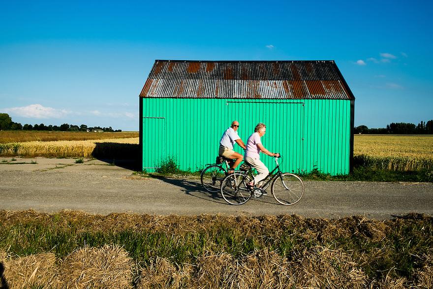 Nederland, Colijnsplaat, 2 aug 2013<br /> Schuur van golfplaat op een akker in Zeeland.<br />  <br /> Foto(c): Michiel Wijnbergh