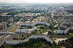 Nederland, Amsterdam, Zuidoost, 17-06-2008; Bijlmermeer G buurt (omgeving Ganzenhoef) met twee nog resterende karakteristieke honingraat flats: Geldershoofd en Gravestein; de andere hoogbouw flats zijn gesloopt en hebben plaats gemaakt voor appartementenblokken en de eengezinswoningen; linksboven de Bijlmerdreef (diagonaal); appartementen, appartementenflats, bouwblokken, stadsvernieuwing, nieuwe wijk, Bijlmer, stadsgroen..luchtfoto (toeslag); aerial photo (additional fee required); .foto Siebe Swart / photo Siebe Swart