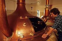 Europe/Belgique/Wallonie/Province du Luxembourg/Orval : L'Abbaye - La brasserie - Prise d'échantillons