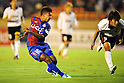 Paulinho (Ventforet), Shunki Takahashi (Reds),AUGUST 20, 2011 - Football / Soccer :2011 J.League Division 1 match between between Ventforet Kofu 3-2 Urawa Red Diamonds at National Stadium in Tokyo, Japan. (Photo by AFLO)