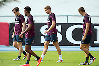 Steven Gerrard of England trains with Leighton Baines , Daniel Sturridge and Phil Jagielka