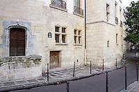 Narrow street of Île de la Cité, Paris, France. Picture by Manuel Cohen