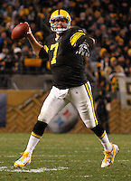 PITTSBURGH, PA - NOVEMBER 06:  Ben Roethlisberger #7 of the Pittsburgh Steelers throws a touchdown pass to teammate Mike Wallace #17 against the Baltimore Ravens during the game on November 6, 2011 at Heinz Field in Pittsburgh, Pennsylvania.  (Photo by Jared Wickerham/Getty Images)