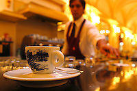 "Gran Caffè Schenardi è uno storico locale situato in un palazzo del XIX secolo..Nato come «Fondaco dei Chigi» nel 1482, divenne dal dopoguerra e fino agli Anni 90 caffè ritrovo di scrittori e artisti. .Gran Caffè Schenardi is a historic restaurant located in a building of the nineteenth century. Born as ""Fondaco of Chigi"" in 1482, became in the post-war years and up to '90,  meeting point of writers and artists...."