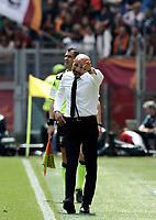 Calcio, Serie A: Roma, stadio Olimpico, 30 aprile 2017.<br /> As Roma's coach Luciano Spalletti gestures to his players during the Italian Serie A football match between AS Roma an Lazio at Rome's Olympic stadium, April 30 2017.<br /> UPDATE IMAGES PRESS/Isabella Bonotto