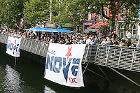 1/9/2010. RADIO NOVA LAUNCH.Hundreds of people watch the Guns n Roses tribute  on a barge on the Liffey near the O Connell Bridge Dublin for the launch of radio Nova.Picture James Horan/Colins