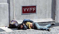 Roma  2007 .Piazza Mastai.Senza fissa dimora dorme per la strada.Homeless sleeps on the street..