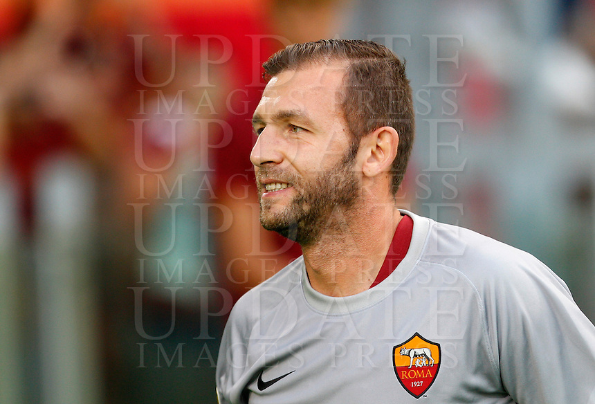Calcio, amichevole Roma vs Fenerbahce. Roma, stadio Olimpico, 19 agosto 2014.<br /> Roma goalkeeper Bogdan Lobont, of Romania, arrives for the team's presentation, prior to the friendly match between AS Roma and Fenerbahce at Rome's Olympic stadium, 19 August 2014.<br /> UPDATE IMAGES PRESS/Riccardo De Luca