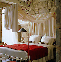 This red wrought-iron four poster bed was designed by Carl Vercauteren and inspired by natural coral
