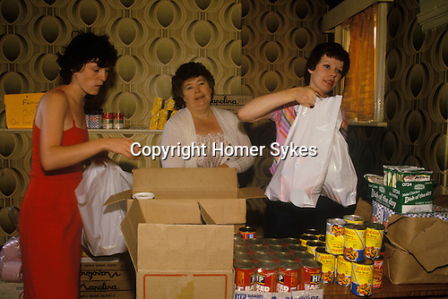 Miners strike 1984. Wives of Miners provide hand outs to striking minerson hardship. Shirebrook Derbyshire. UK