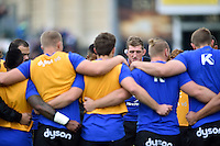 Stuart Hooper of Bath Rugby speaks to his team in a huddle during the pre-match warm-up. Aviva Premiership match, between Bath Rugby and Exeter Chiefs on October 17, 2015 at the Recreation Ground in Bath, England. Photo by: Patrick Khachfe / Onside Images