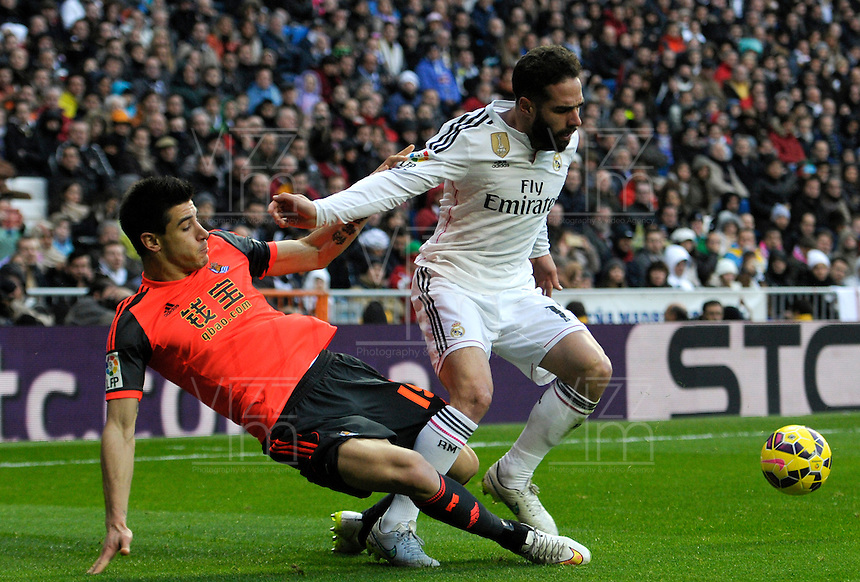 MADRID - ESPAÑA - 31-01-2015: Carvajal (Der.) jugador de Real Madrid, disputa el balon con Yuri (Izq.) jugador de La Real Sociedad durante partido de La Liga de BBVA de España, 2015 Real Madrid  y La Real Sociedad en el estadio Santiago Bernabeu de la ciudad de Madrid.  / Carvajal (R) player of Real Madrid vies for the ball with Yuri  (L) player of La Real Sociedad, during a match between Real Madrid and La Real Sociedad for the La Liga de BBVA de España 2015 in the Santiago Bernabeu stadium in Madrid.  Photo: Asnerp / Patricio Realpe / VizzorImage.
