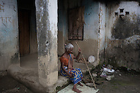 India – West Bengal: An old woman at Bundapani Tea Estate, in the Dooars region. The garden has been closed since July 2013. A study conducted by the United Tea Workers Front (UTWF) in Dooars found that, over the past decade, 1,000 workers have died of malnutrition in the closed tea gardens.