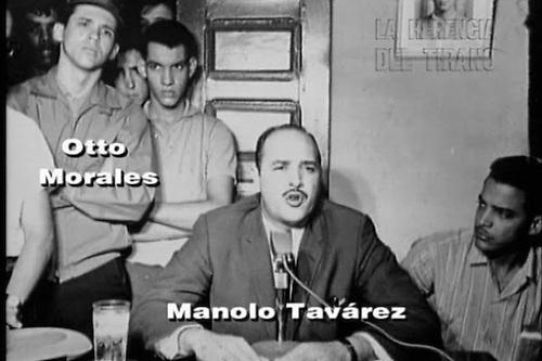 Manolo Tavárez Justo y Otto Morales con otros revolucionarios. Foto cortesía de René Fortunato.