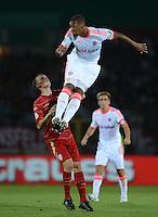 FUSSBALL  DFB POKAL       SAISON 2012/2013 Jahn Regensburg - FC Bayern Muenchen  20.08.2012 Patrick Haag (li, SSV Jahn Regensburg) gegen Luiz Gustavo (FC Bayern Muenchen)