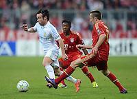 FUSSBALL   CHAMPIONS LEAGUE  VIERTELFINAL RUECKSPIEL   2011/2012      FC Bayern Muenchen - Olympic Marseille          03.04.2012 Mathieu Valbuena (li, Olympique Marseille) gegen Franck Ribery (FC Bayern Muenchen)