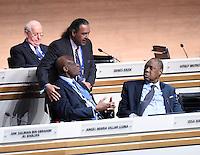 Fussball International Ausserordentlicher FIFA Kongress 2016 im Hallenstadion in Zuerich 26.02.2016 Shake Hands; Scheich Ahmad Al Fahad AL SABAH (li oben, Kuwait, FIFA-Exekutivkomitee) umarmt Constant OMARI (li, Kongo DR, FIFA-Exekutivkomitee) FIFA Interimspraesident Issa Hayatou (re, Kamerun und CAF Praesident)