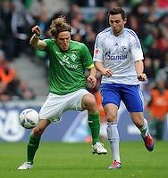 FUSSBALL   1. BUNDESLIGA   SAISON 2011/2012   34. SPIELTAG SV Werder Bremen - FC Schalke 04                       05.05.2012 Clemens Fritz (li, SV Werder Bremen) gegen Marco Hoeger (re, FC Schalke 04)