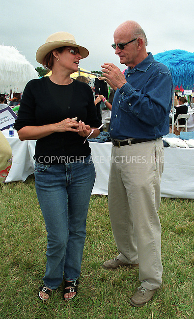 """Lorraine Bracco and Peter Boyle at the Fifth Annual """"Super Saturday"""" designer sale and family event to benefit the ovarian cancer research fund. Water Mill, Long Island. July 27, 2002. Please byline: Alecsey Boldeskul/NY Photo Press.   ..*PAY-PER-USE*      ....NY Photo Press:  ..phone (646) 267-6913;   ..e-mail: info@nyphotopress.com"""