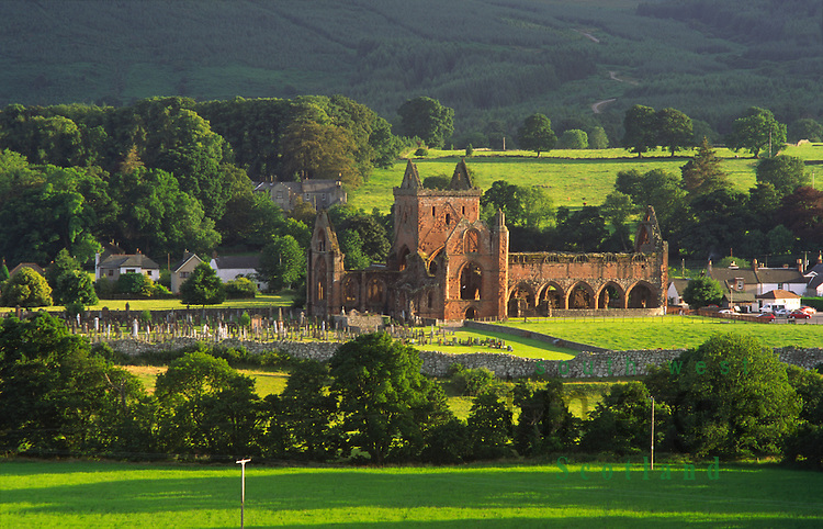 Summer evening light on the romantic ruins of Sweetheart Abbey in a ...: allan-devlin.photoshelter.com/image/I00008kpM.rGUIc8