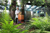 """Uwe Marth, 54 ans a installé une ruche au planétarium de Berlin. Je suis apiculteur depuis 14 ans, bien avant Berlin Summt Instituteur, j'ai également mis des ruches dans l'école primaire ou je travaille. Ce n'a pas été facile au début avec les parents ont finalement acceptés et nous avons même eu un financement de la mairie de 1700 €. J'ai mis une ruche au Planétarium pour montrer  aux gens que la structure en cellules de cire et l'architecture d'une colonie d'abeilles est proche que de ce que l'on connaît de le structure de l'univers aujourd'hui mais aussi pour qu'ils se posent des questions»./// Uwe Marth, 54 years old, set up a hive on the planetarium of Berlin. """"I've been a beekeeper for 14 years, well before Berlin Summt! A teacher, I have also set up hives in the primary school where I work. It was not easy in the beginning but the parents finished by accepting and we even received financing of 1,700€ from the mayor's office. I put the hive on the Planetarium to show people that the structure of the wax cells and the architecture of a bee colony is close to what we know of the universe's structure today but also so that people would get to wondering""""."""