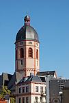 großer achteckiger Glockenturm über dem Westchor der katholischen Pfarrkirche St. Stephan (erbaut 1260-1336)