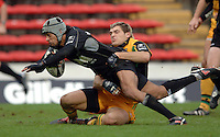2005/06 Guinness Premiership Rugby, Saracens vs Northampton Saints, Vicarage Road, Watford, ENGLAND: Richard Haughton,is hauled back by Saints Sean Lamont.    05.11.2005   © Peter Spurrier/Intersport Images - email images@intersport-images..