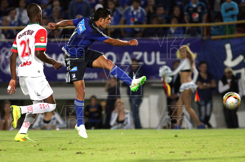 BOGOTA -COLOMBIA, 21-FEBRERO-2015. David Silva de Millonarios patea y convierte su gol contra Cortulua durante la quinta fecha de La Liga Aguila jugado en el estadio Nemesio Camacho El Campin  of  Bogota . /   David Silva of Millonarios  kicks and turns his goal against Cortulua during the fifth round of La Liga Aguila played at the stadium Nemesio Camacho El Campin of Bogota . Photo / VizzorImage / Felipe Caicedo  / Staff
