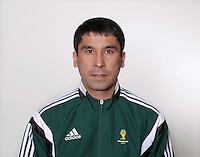 FUSSBALL Fototermin FIFA WM Schiedsrichterassistenten 09.04.2014 Abduxamidullo RASULOV (Usbekistan)