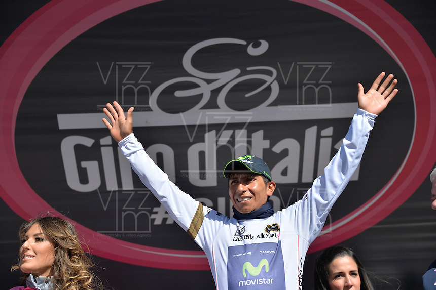 ITALIA. 31-05-2014. Nairo Alexander  Quintana Rojas -Col- (Movistar) celebra al recibir la malla blanca de novato despu&eacute;s su participaci&oacute;n en la etapa 20 entre  Maniago y Monte Zoncolan con una distancia de 167 Km en la versi&oacute;n 97 del Giro de Italia hoy 22 de mayo de 2014. / Nairo Alexander  Quintana Rojas -Col- (Movistar) celebrates to receive the maglia bianca after his participation on the 20th stage between Maniago and Monte Zoncolan with a distance of 167 km in the 97th version of Giro d'Italia today May 22th 2014 Photo: VizzorImage/ Gian Mattia D'Alberto / LaPresse<br /> VizzorImage PROVIDES THE ACCESS TO THIS PHOTOGRAPH ONLY AS A PRESS AND EDITORIAL SERVICE AND NOT IS THE OWNER OF COPYRIGHT; ANOTHER USE HAVE ADDITIONAL PERMITS AND IS  REPONSABILITY OF THE END USER