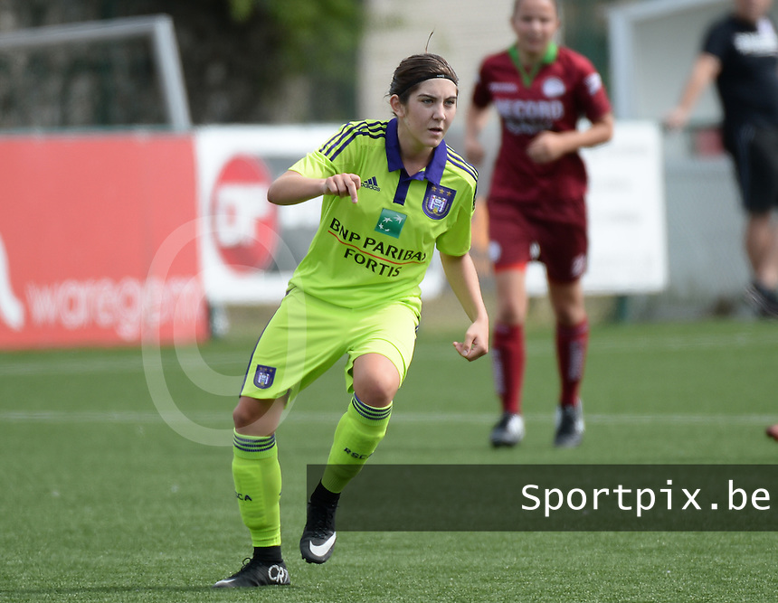 20150808 - ZULTE , BELGIUM : Anderlecht's Noemie Gelders pictured during a friendly soccer match between the women teams of Zulte-Waregem and RSC Anderlecht  , during the preparations for the 2015-2016 SUPERLEAGUE season, Saturday 8 August 2015 . PHOTO DAVID CATRY