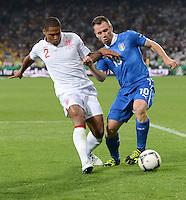 FUSSBALL  EUROPAMEISTERSCHAFT 2012   VIERTELFINALE England - Italien                     24.06.2012 Glen Johnson (li, England) gegen Antonio Cassano (re, Italien)